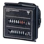 Elektromekanisk puls- og timeteller 48x48mm. 230 VAC. Panelmontasje.. Driftsspenning 230 VAC. Inngang er egen nettforsyning. Uten reset.