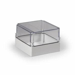 Ensto Cubo S kapsling i glassfiberarmert polykarbonat med glatte sider. Størrelse  175x175x125mm. Transparent deksel. Beskyttelsesgrad IP66. Slagfasthet IK08.